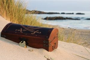 pirate-treasure-chest-on-beach-gold-coins